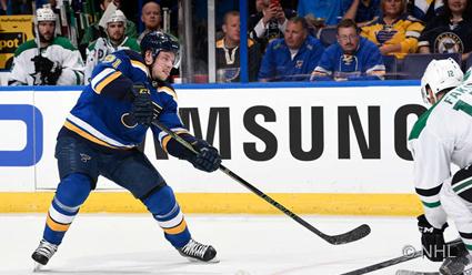 Владимир Тарасенко набрал три очка и признан второй звездой матча плей-офф НХЛ с 'Далласом&#39