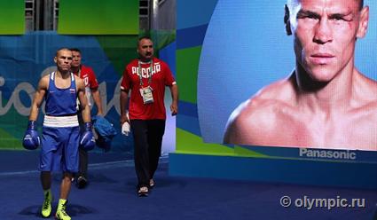 Ирландский боксер вРио продемонстрировал судьям неприличный жест после проигрыша россиянину