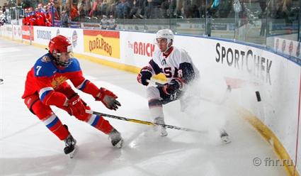 Юниорская сборная РФ похоккею проиграла команде США вполуфинале Кубка вызова